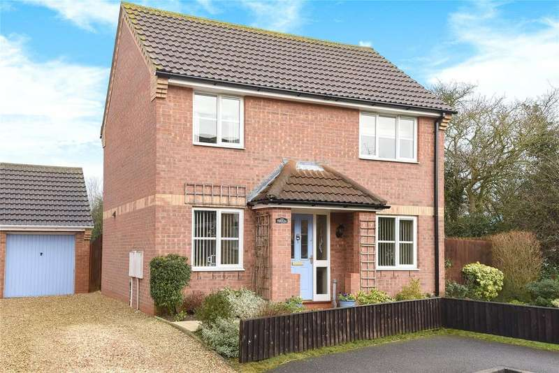 3 Bedrooms Detached House for sale in Eastview Close, Cranwell Village, NG34