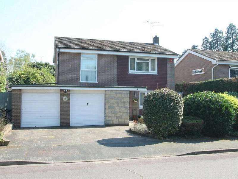 3 Bedrooms Detached House for sale in Rydal Close, Camberley, Surrey