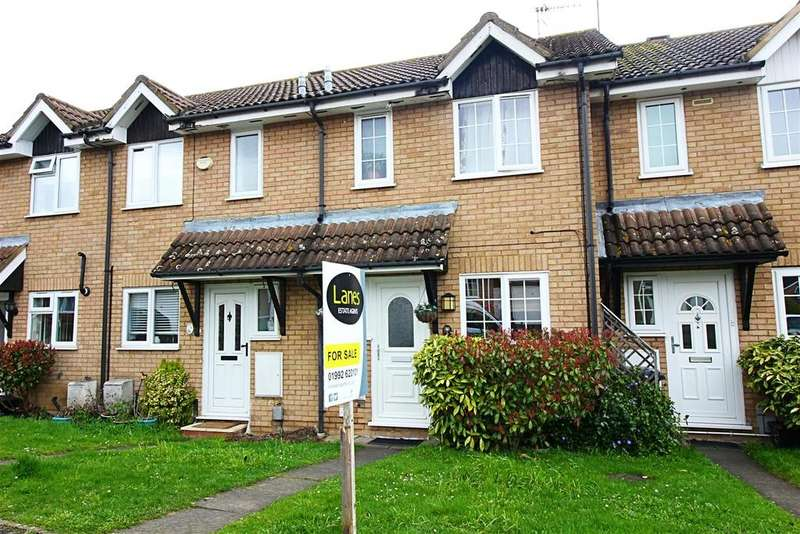2 Bedrooms Terraced House for sale in Hunters Reach, Cheshunt