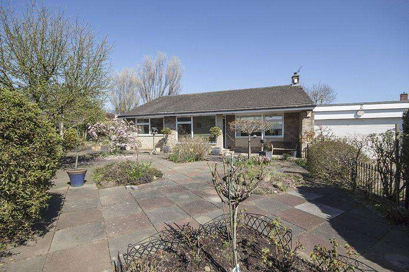 3 Bedrooms Detached Bungalow for sale in Carlton Close, Gosforth, Newcastle Upon Tyne