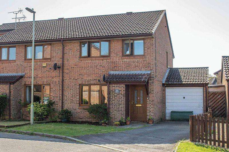 3 Bedrooms Semi Detached House for sale in West Totton