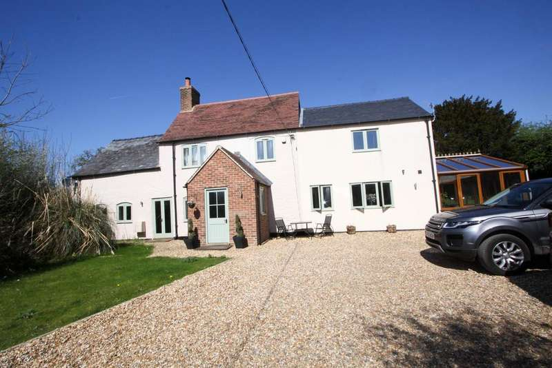 4 Bedrooms Detached House for sale in Nastend, Stonehouse