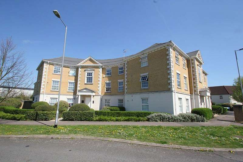 2 Bedrooms Flat for sale in Queen Marys Court, Waltham Abbey, EN9