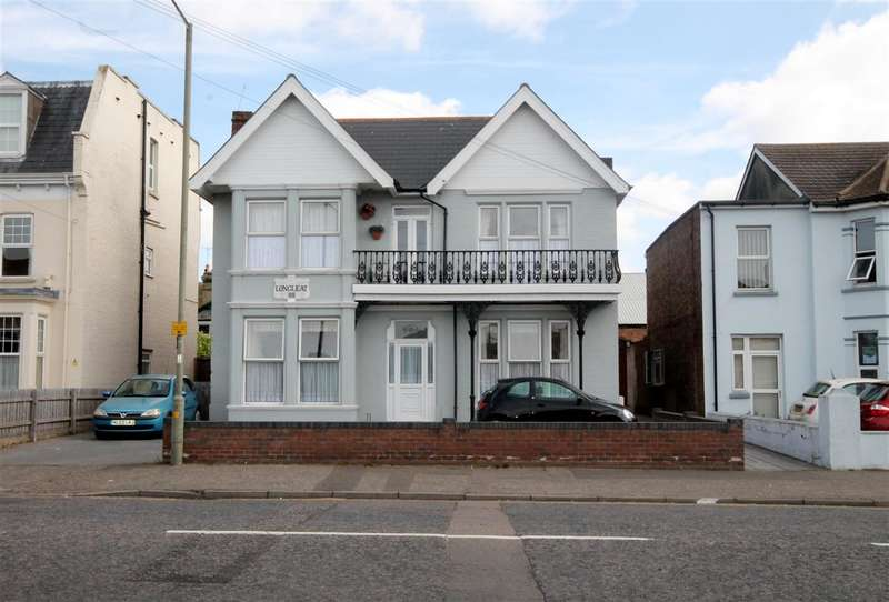 2 Bedrooms Apartment Flat for sale in Carnarvon Road, East Clacton