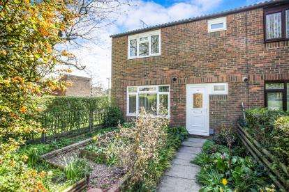 3 Bedrooms End Of Terrace House for sale in Westminster Gardens, Houghton Regis, Dunstable, Bedfordshire