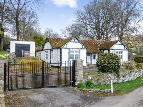 3 Bedrooms Detached Bungalow for sale in Brecon, Brecon, Powys, LD3 7RJ