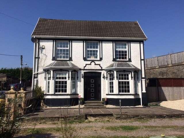 3 Bedrooms Detached House for sale in Halls Crossing, Woodfieldside, Blackwood, NP12