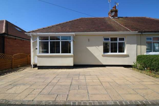 3 Bedrooms Bungalow for sale in Farnworth Road, Thornton-Cleveleys, FY5