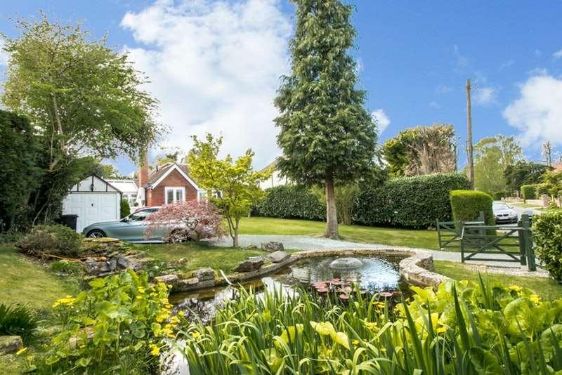 3 Bedrooms Bungalow for sale in Uplands Road, Kenley, Surrey, CR8