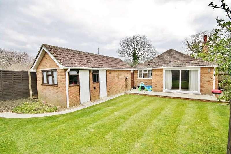 2 Bedrooms Detached Bungalow for sale in Bisley, Surrey