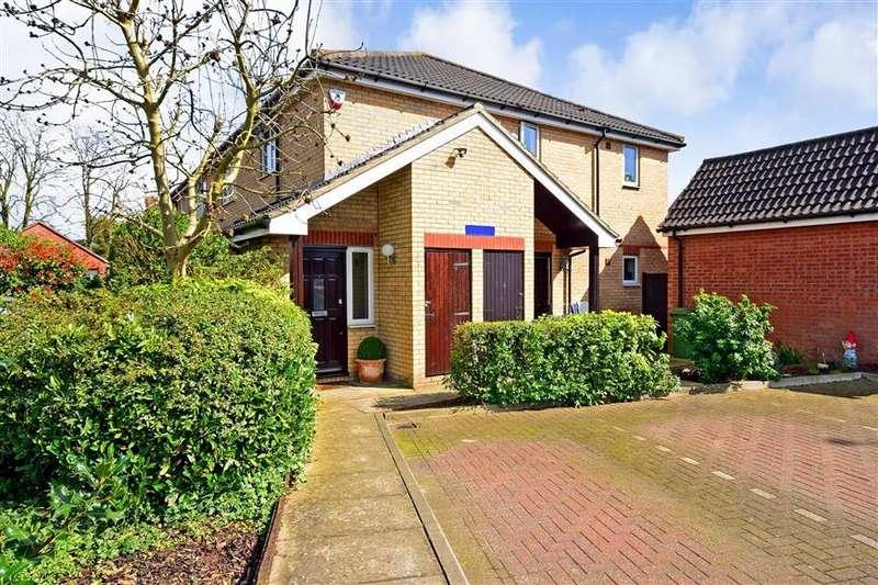 2 Bedrooms Maisonette Flat for sale in Walsingham Close, Laindon, Basildon, Essex