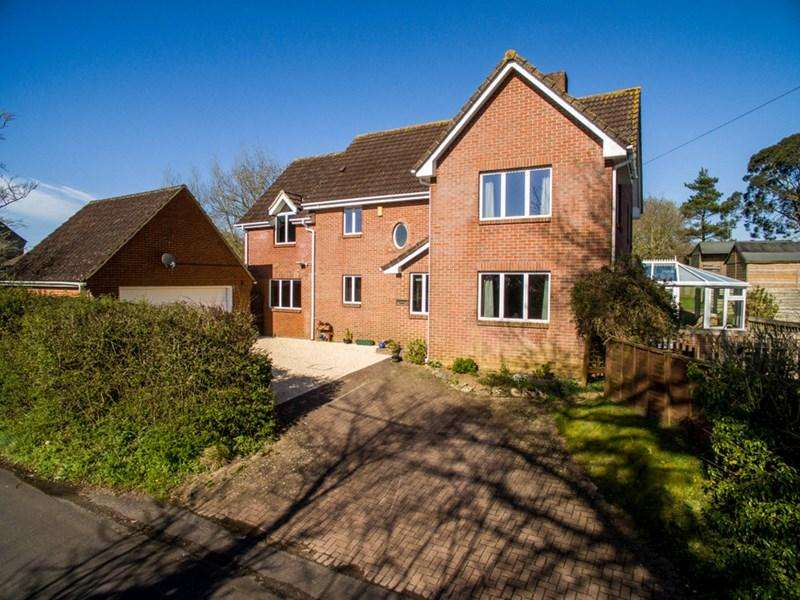5 Bedrooms Detached House for sale in Broad Oak, Sturminster Newton, Dorset