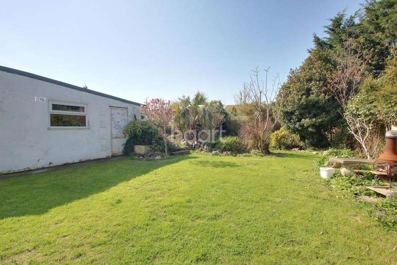 3 Bedrooms Bungalow for sale in Southsea Avenue