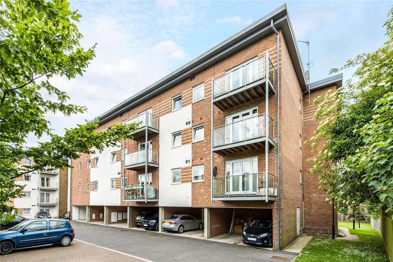 2 Bedrooms Flat for sale in Knightsbridge Court, Observer Drive, Watford, Hertfordshire, WD18