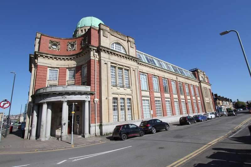 2 Bedrooms Maisonette Flat for sale in Clarence Place, Newport