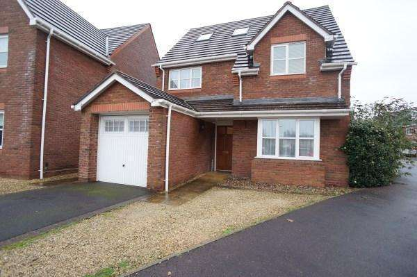5 Bedrooms Detached House for sale in The Paddocks DownEnd