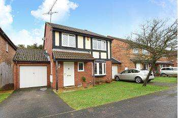 4 Bedrooms Detached House for sale in Laburnum Road, Winnersh