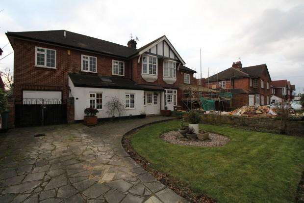 4 Bedrooms Semi Detached House for sale in Danson Mead, Welling, DA16