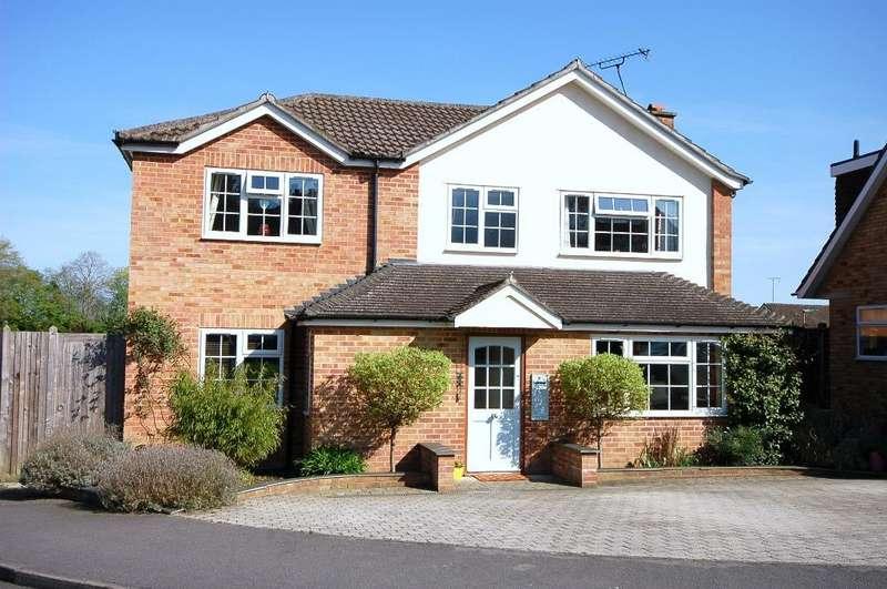 4 Bedrooms Detached House for sale in Gloucester Road, Bagshot