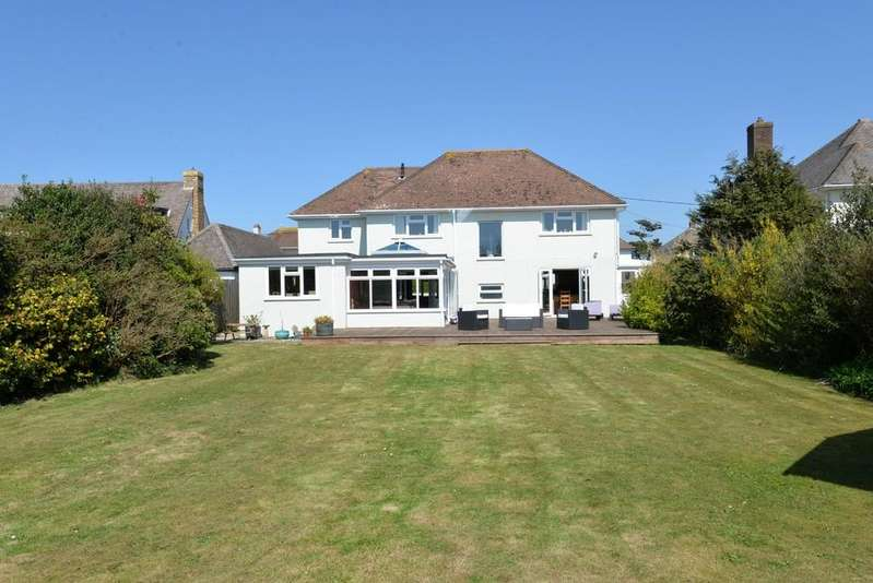 4 Bedrooms Detached House for sale in Purbeck Road, Barton On Sea, New Milton