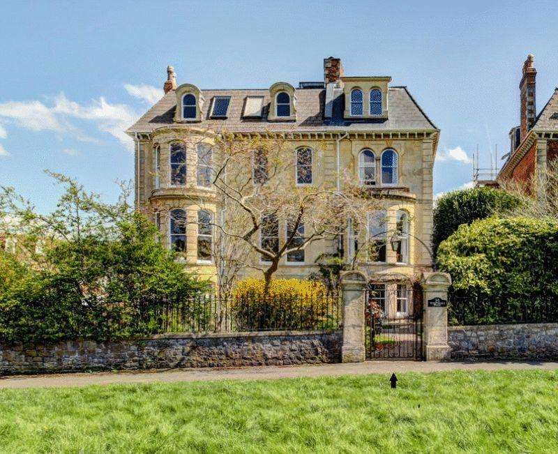 7 Bedrooms Semi Detached House for sale in Westbury Park, Westbury Park
