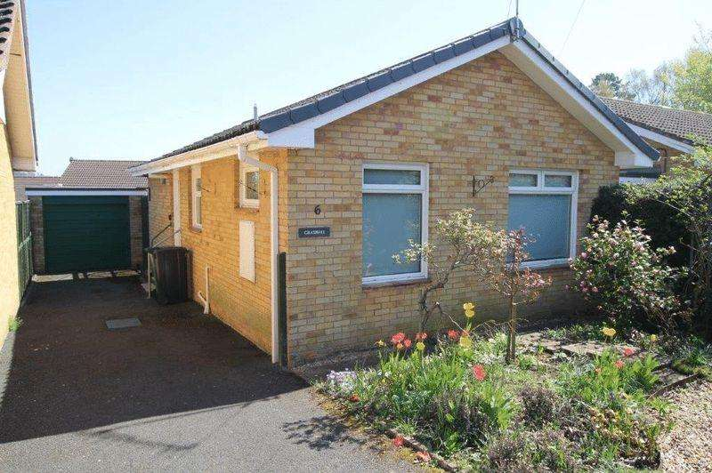 2 Bedrooms Detached Bungalow for sale in Pear Tree Close