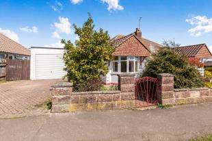 2 Bedrooms Bungalow for sale in Farmlands Way, Polegate, East Sussex