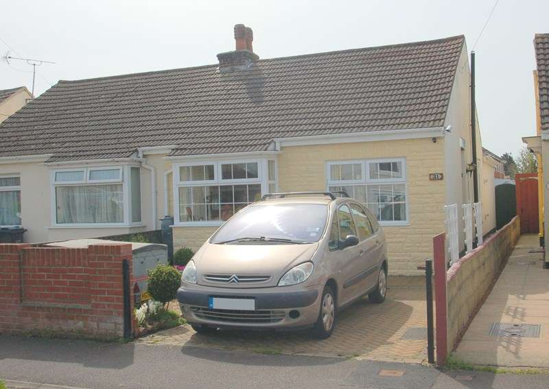 2 Bedrooms Semi Detached Bungalow for sale in Middlecroft Lane, Gosport