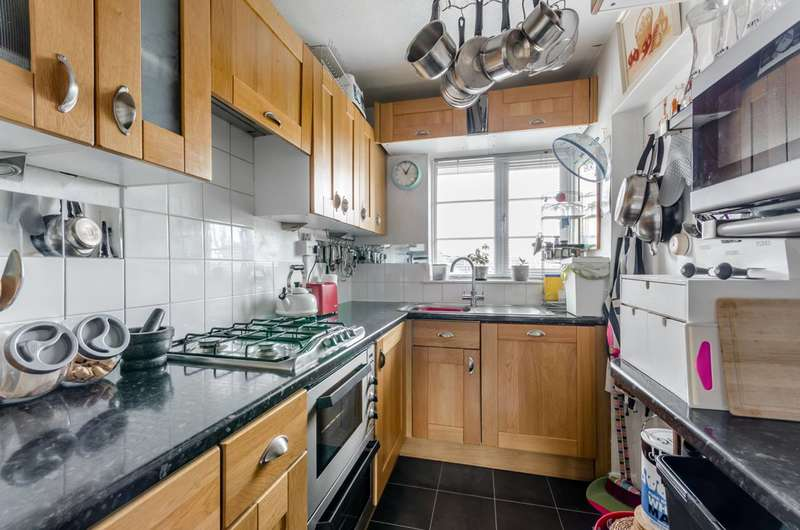 2 Bedrooms Flat for sale in Richmond Road, West Wimbledon, SW20