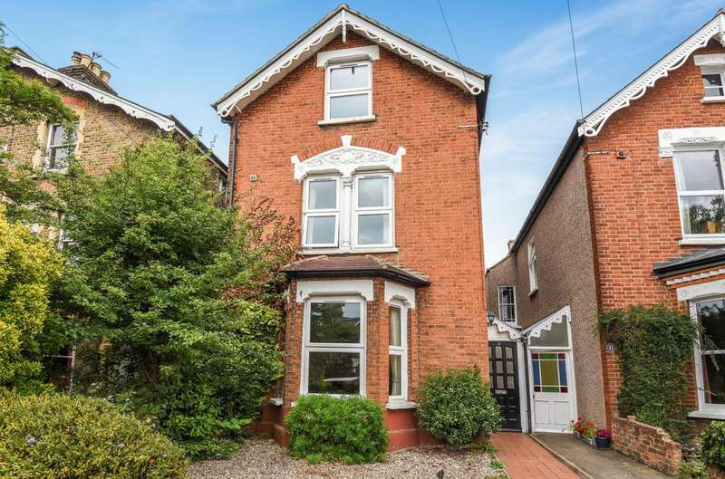 5 Bedrooms Detached House for sale in Park Grove Bromley BR1