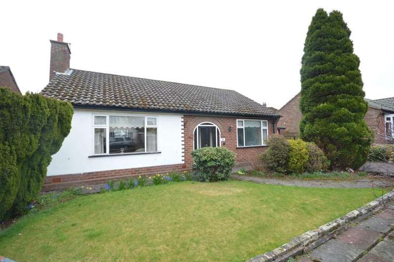 2 Bedrooms Detached Bungalow for sale in Harwood Gardens, Grappenhall, Warrington
