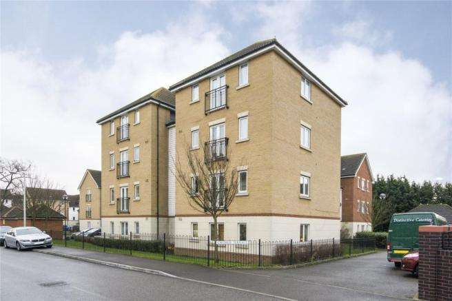 2 Bedrooms Flat for sale in Glandford Way, Chadwell Heath, ROMFORD, RM6 4UE