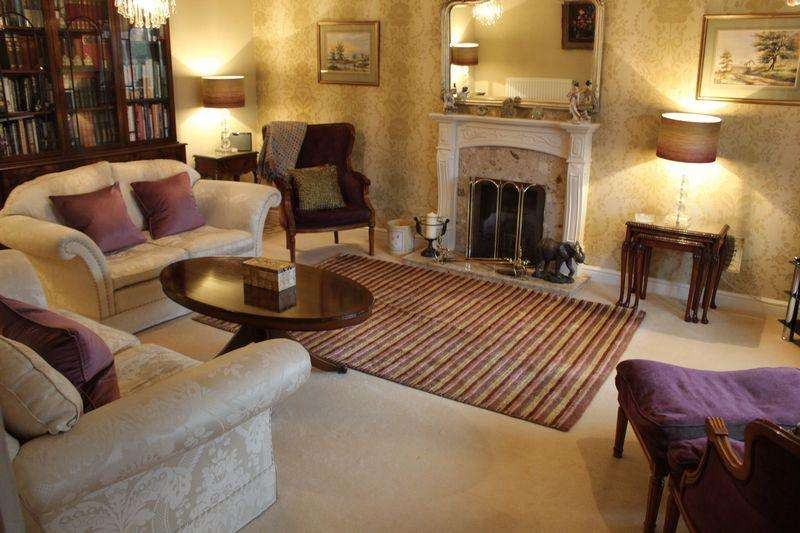 5 Bedrooms Detached House for sale in Badgers Gate, West Dunstable