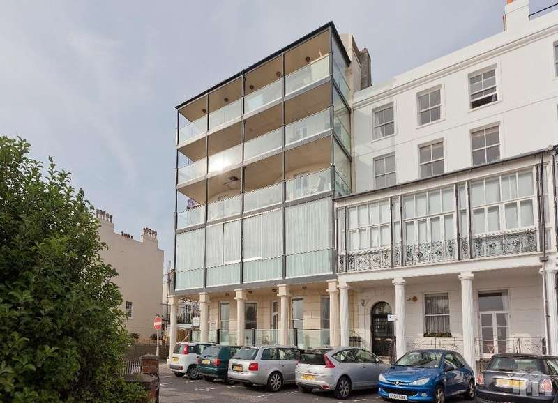 3 Bedrooms Flat for rent in Marine Parade Brighton East Sussex BN2