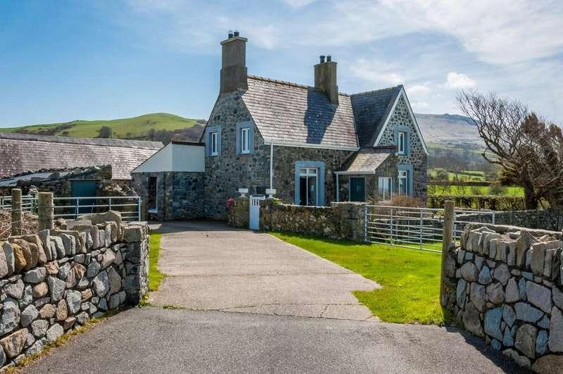 4 Bedrooms Detached House for sale in Clynnog Fawr, Caernarfon, North Wales