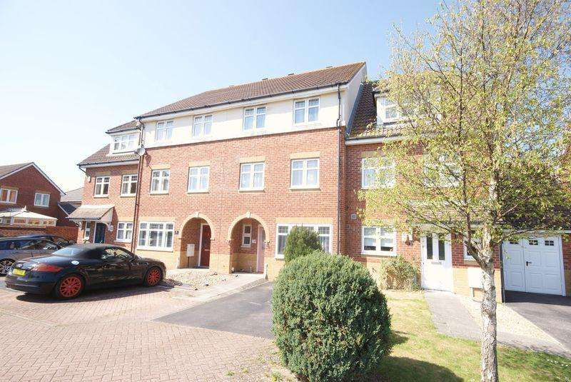 3 Bedrooms Town House for sale in Fitzroy Drive, Lee on the Solent, PO13