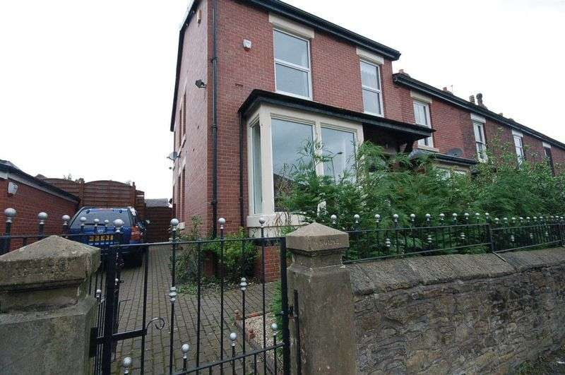 4 Bedrooms Property for sale in Stockport Road Gee Cross, Hyde