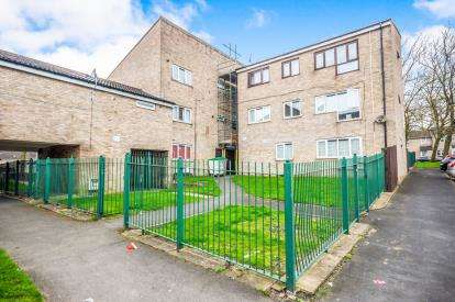 2 Bedrooms Flat for sale in Farmhouse Road, Short Heath, Willenhall, West Midlands
