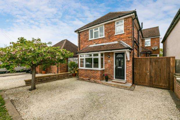 4 Bedrooms Detached House for sale in Farncombe, Godalming, Surrey