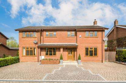 5 Bedrooms Detached House for sale in Sandwell Court, Two Mile Ash, Milton Keynes