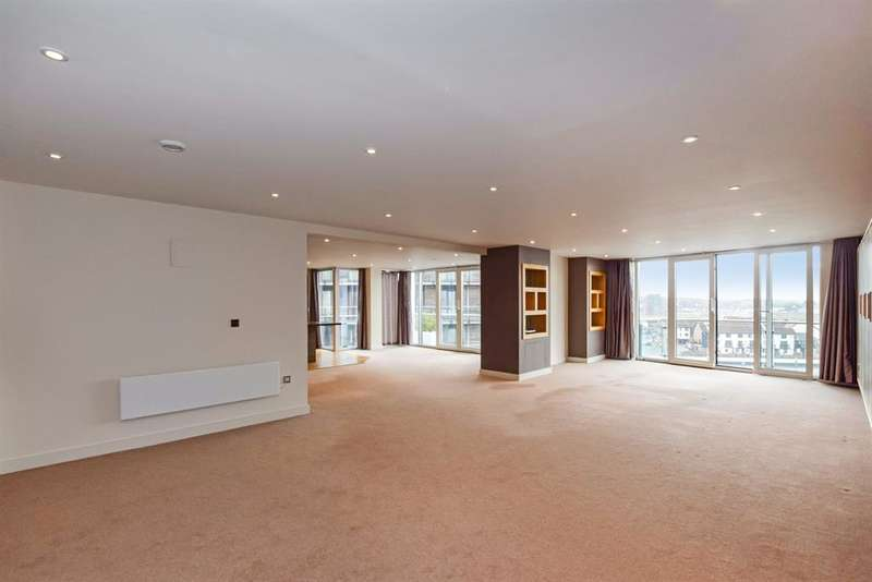 4 Bedrooms Flat for rent in Sirocco, Channel Way, Ocean Village, Southampton, SO14 3JF
