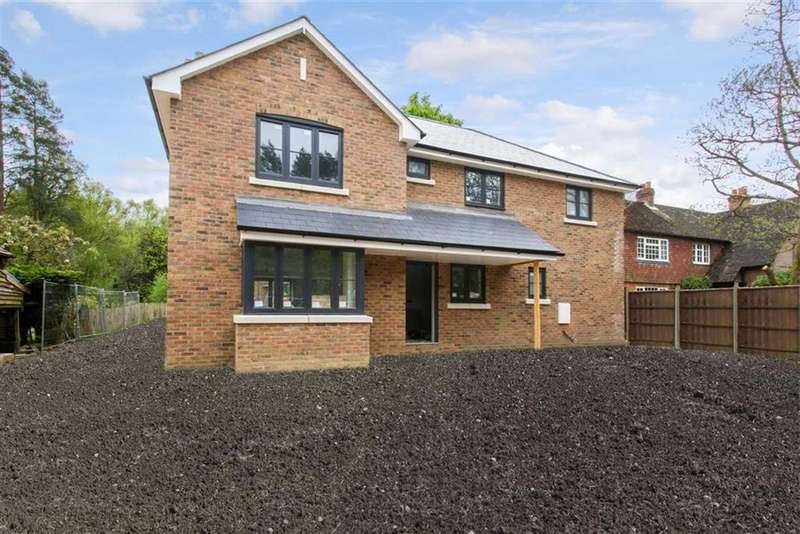 4 Bedrooms House For Sale In Woolmer Gardens Liphook Hampshire GU30