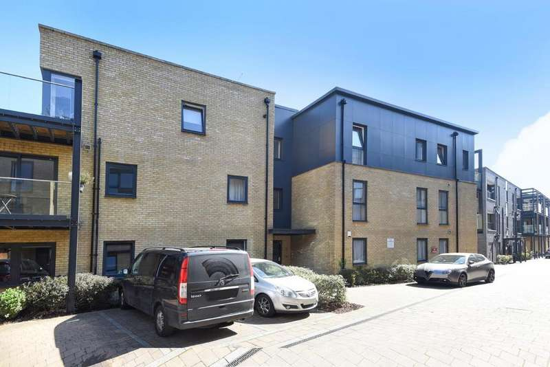 2 Bedrooms Flat for sale in Chiltonian Mews, Hither Green