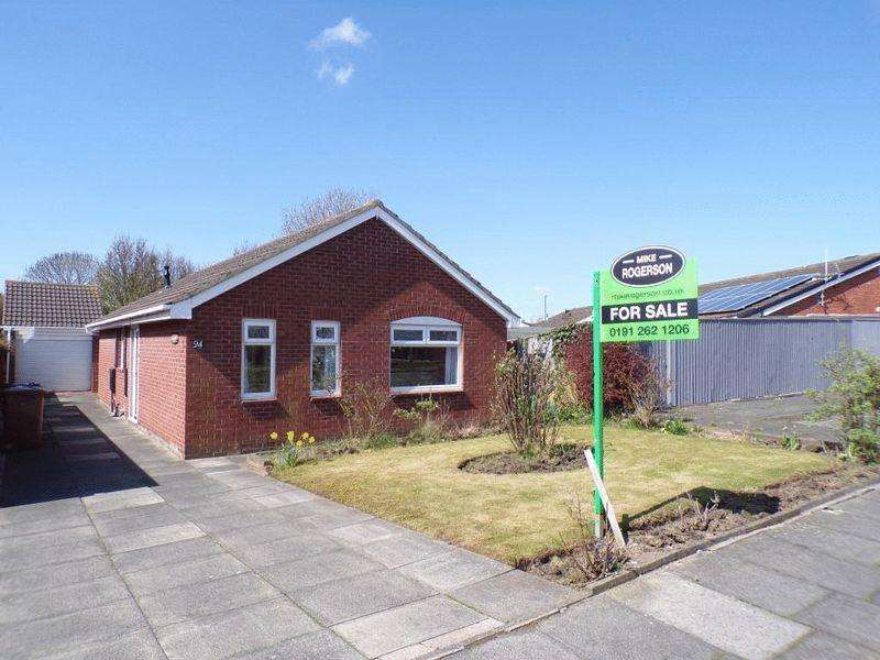3 Bedrooms Detached Bungalow for sale in Agricola Gardens, Wallsend - Three Bedroom Detached Bungalow