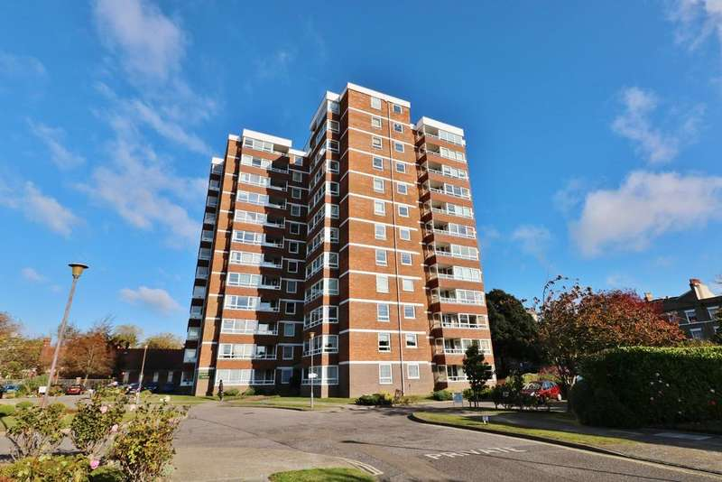 2 Bedrooms Flat for sale in Blount Road, Old Portsmouth