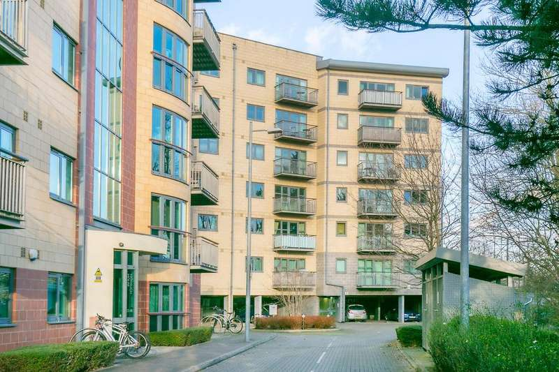 2 Bedrooms Flat for sale in Baron House, Chapter Way, Colliers Wood, SW19