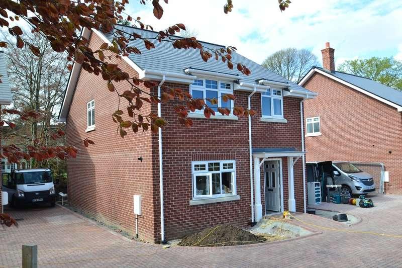 4 Bedrooms Detached House for sale in Crossways