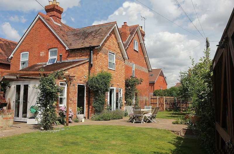 5 Bedrooms Semi Detached House for sale in Corner of Horseshoe Road, Pangbourne