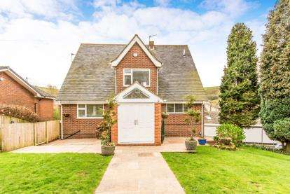 5 Bedrooms Detached House for sale in Thornley Lane, Grotton, Oldham, Greater Manchester