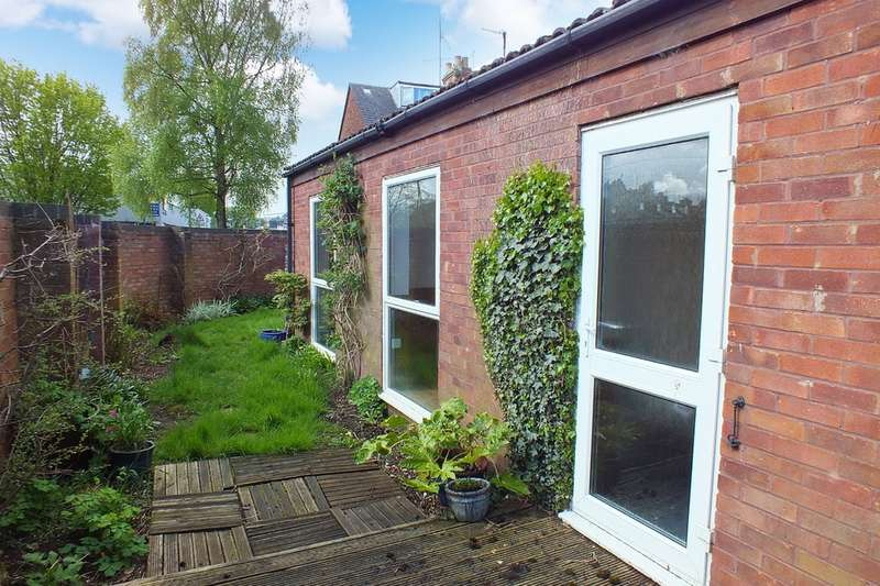 1 Bedroom Semi Detached Bungalow for sale in Cirencester